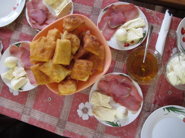 mic-dejun-caiacisti