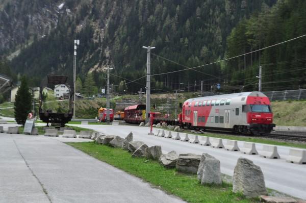 Cu masina in tren