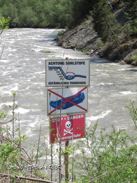 Atentie, pericol pe apa